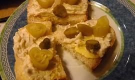 Jemná brynzová s tvarohem a česnekem