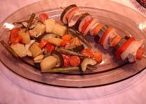 Kuřecí špíz se zeleninou v parním hrnci