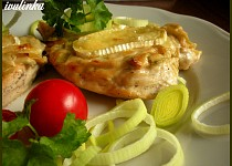 Zapečené kuřecí plátky s čepičkou a Hermelínem