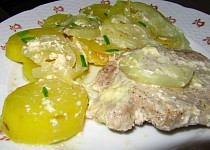 Zapečené maso s bramborami a šlehačkou