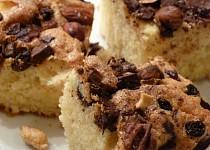 Buchta se skořicí, čokoládou a oříšky
