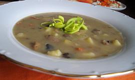 Houbová polévka na másle se zeleninou