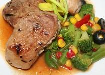 Steaky z vepřové panenky se zeleninou