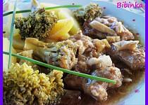 Kořeněný bůček  dušený s brokolicí a hlívou