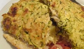 Zapečené kuřecí maso na bramborách, pod cuketou