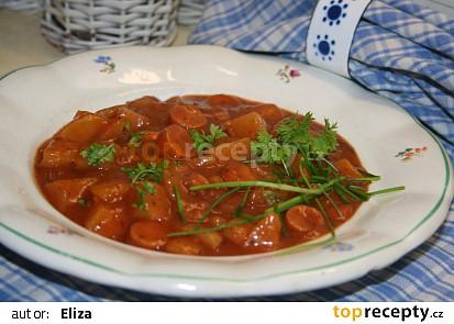 Gulášová polévka s párky