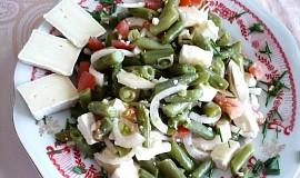 Fazolkový salát se dvěma druhy sýra