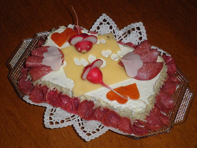 Lze použít i k ozdobě slaného dortu