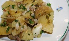 Nové brambory vařené ve vývaru