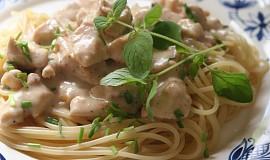 Rychle spagety s kurecim masem a syrovou omackou
