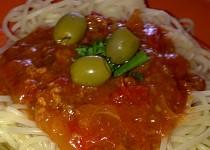 Špagety  Napoli s masem,zeleninou a s olivami