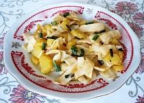 Barevné těstoviny s bramborama