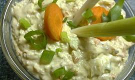 Chutná  pomazánka z vajec, šunky, mrkve a dalších surovin