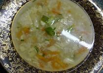 Květáková polévka se slaninovými nočkami a barevnou zeleninou