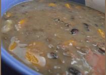 Luštěninová polévka