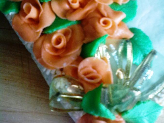 více růží