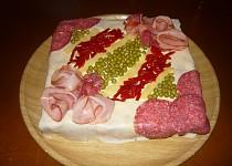 Slaný dort s česnekovou pomazánkou