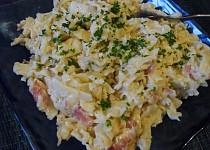 Těstovinový salát s kuřecím masem