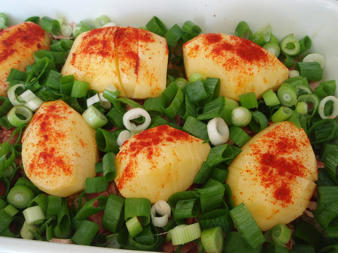 Zapečené brambory na zelí - v pekáčku