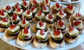 Česneková pomazánka na jednohubky nebo chlebíčky