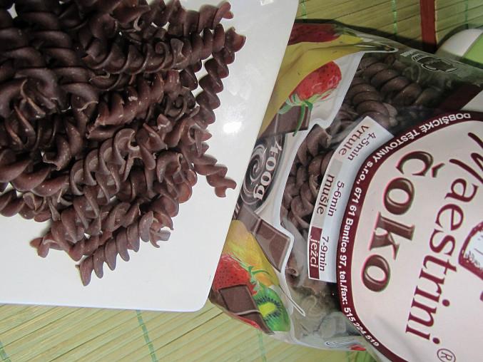 Čokoládové těstoviny se zakysanou smetanou