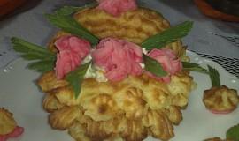 Hlívový salát v bramborovém koši