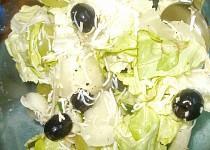 Hroznový salát s olivama