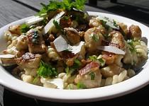 Jemná houbová omáčka s vinnou klobáskou k těstovinám