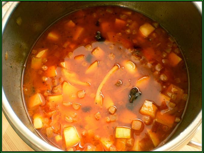 podlijeme 2dl vody,rozdrobíme masox a pod pokličkou vaříme 5minut