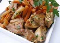 Kořeněná mrkev s kedlubny a kuřecím masem