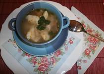 Králičí polévka se sýrovými nočky