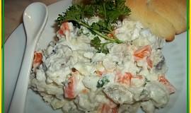 Rybí salát s kyselou příchutí