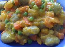 Špenátové noky se zeleninou a dýňovou omáčkou
