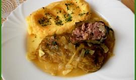Šťavnaté kapustové listy plněné uzeným a sýrem