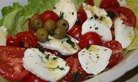 Zeleninový salát s mozzarellou