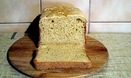 Bílý sezamový chléb bez lepku, mléka a vajec