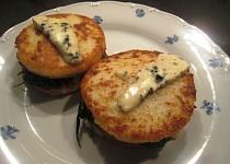 Krupicový sendvič se sýrem a špenátem