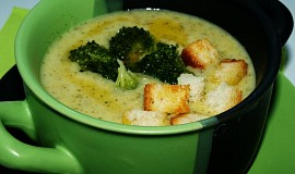 Brokolicová polévka se sýrem a smetanou