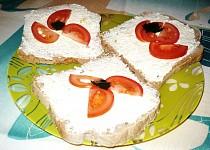 Česnekovo-sýrová pomazánka: rychlá, jednoduchá