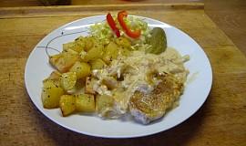 Kotleta na smetaně s pečeným bramborem