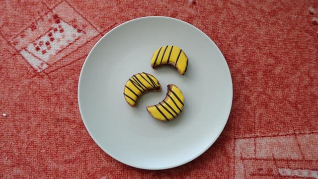 Ořechové cukroví se žloutkovou polevou