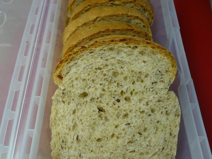 Pšenično - žitný chlebík pečený ve formě