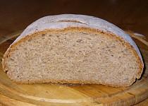 Tmavý slunečnicový chléb s podmáslím