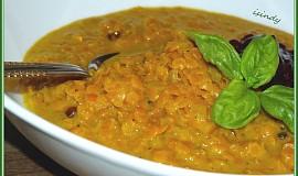 Čočkovo-kokosová kari polévka