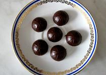 Čokoládové bonbony s brusinkami a višněmi