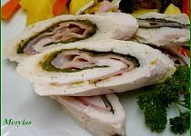 Dietní kuřecí roládka s přílohou a zeleninovým salátem