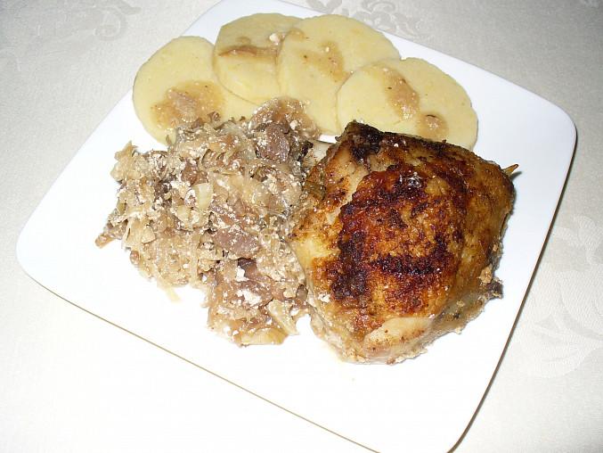 Tady už na talíři s bramborovým knedlíkem