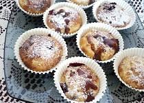 Muffiny s jablky a ostružinami