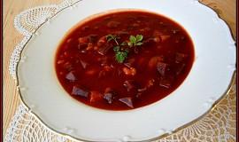 Pikantní polévka z červené řepy