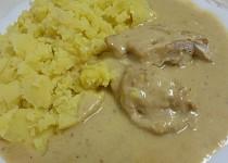 Plněné kuřecí s pikantní  smetanovou omáčkou